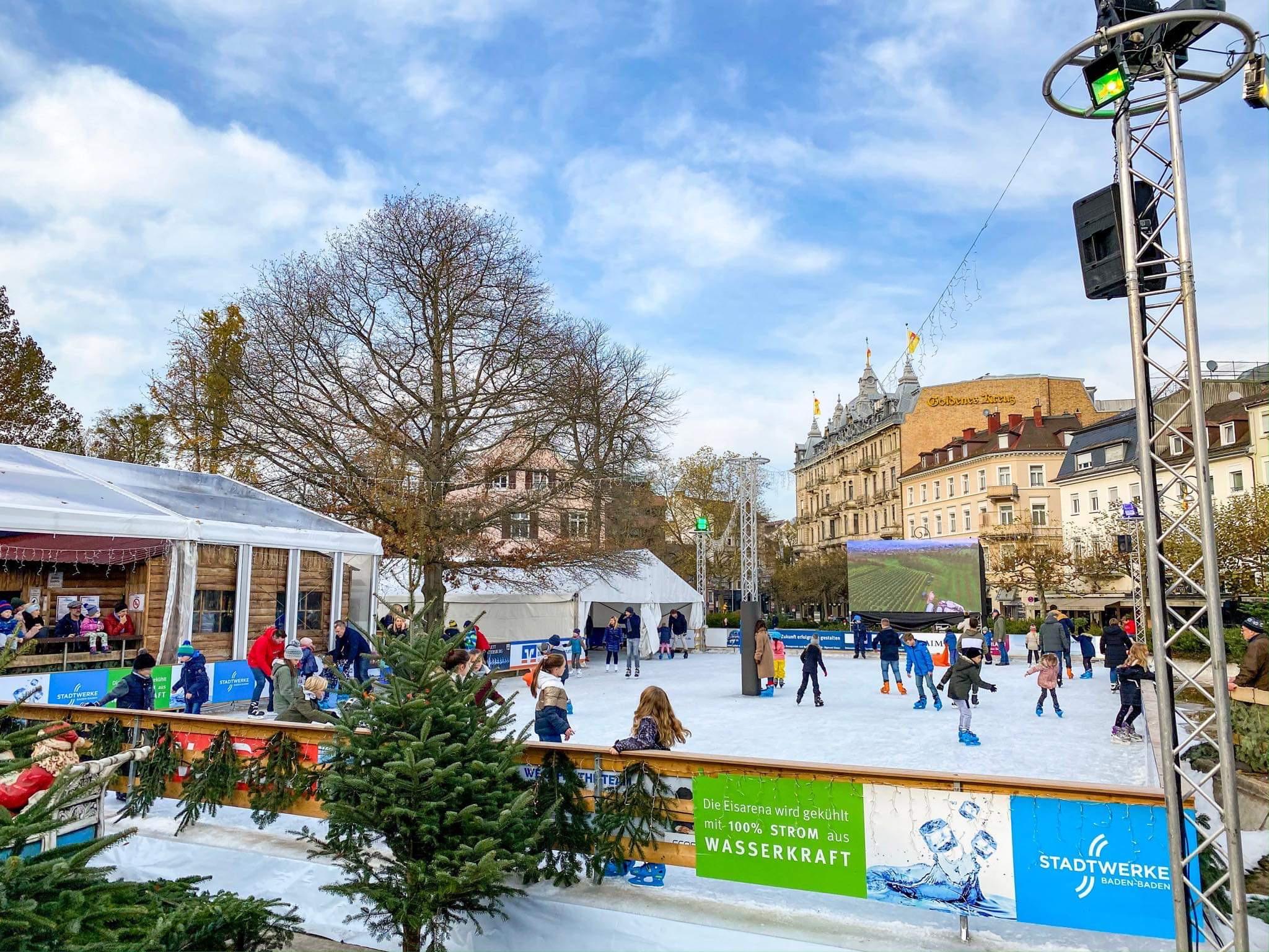 eisarena-baden-baden-weihnachtsmarkt-essen-5