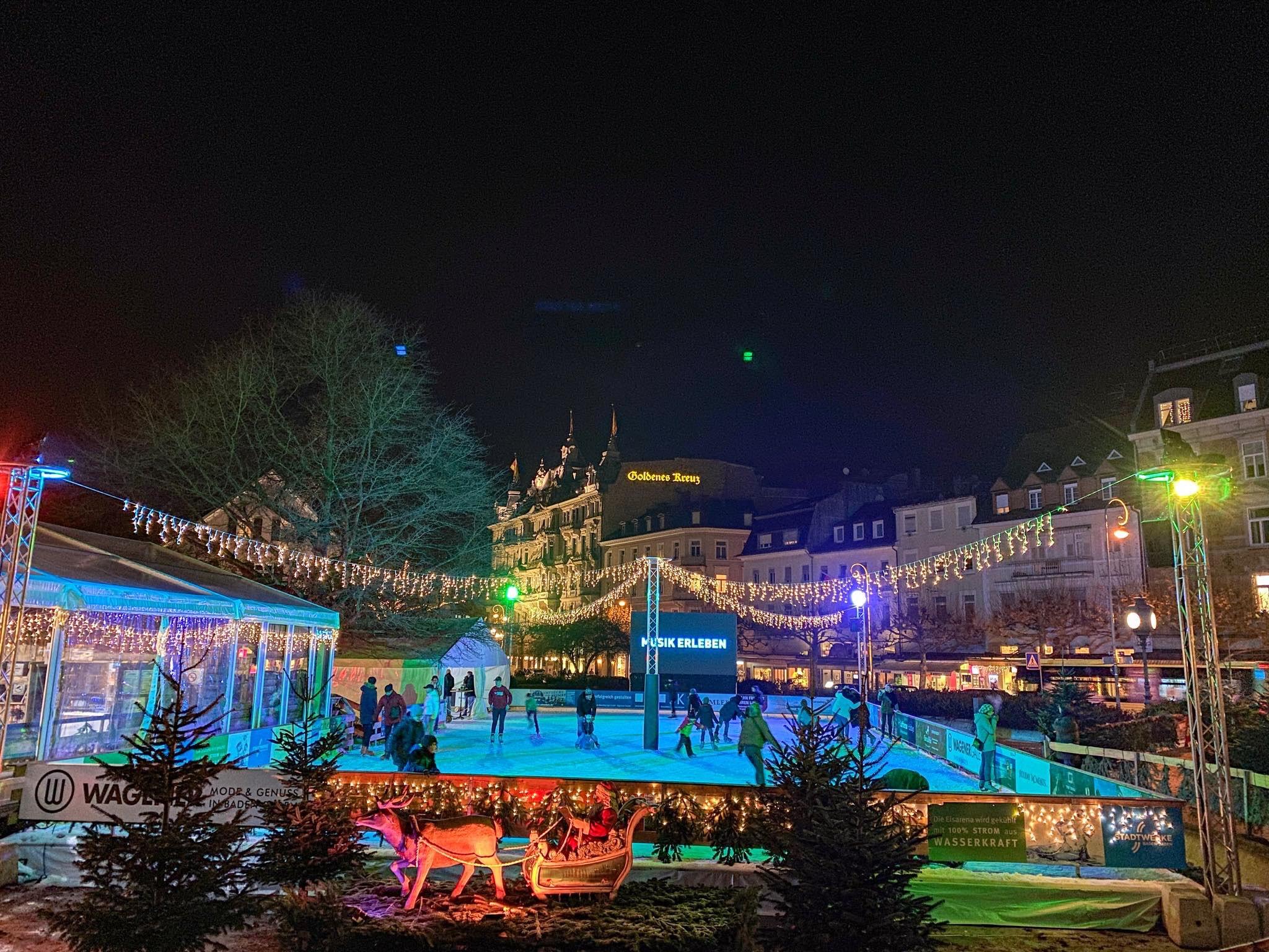 eisarena-baden-baden-weihnachtsmarkt-essen